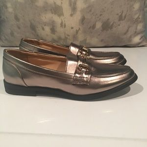 BNWOB BUCCO ROSE GOLD LOAFERS SIZE 8.5